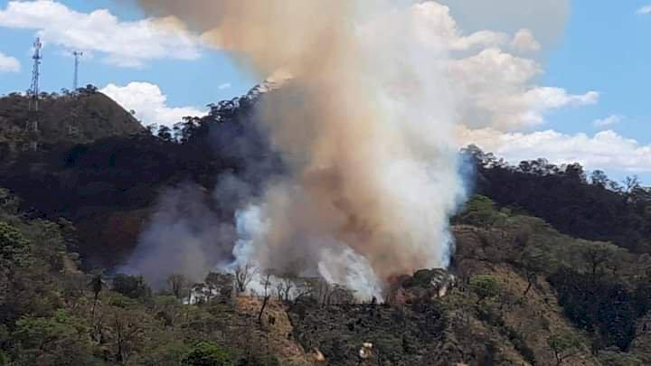 Hay un incendio que podría volverse de grandes proporciones por la entenas de Nueva Trinidad y Arcatao